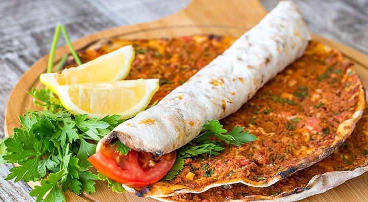Lahmacun: Über Rezept, Zubereitung und Geschichte der türkischen Pizza