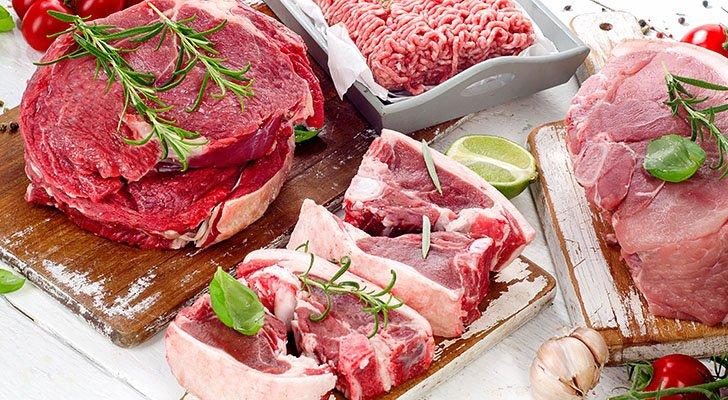 Gyros besteht aus Schweinefleisch, wohingegen Döner aus verschiedenen Fleischsorten bestehen kann